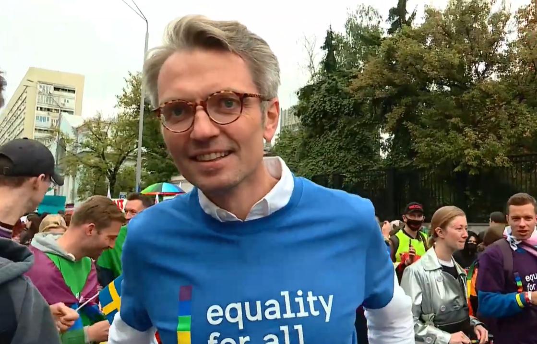 11:10 Митинг противников ЛГБТ на улице Владимирской уже идёт вовсю.