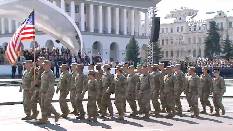 военные США парад на Крещатике
