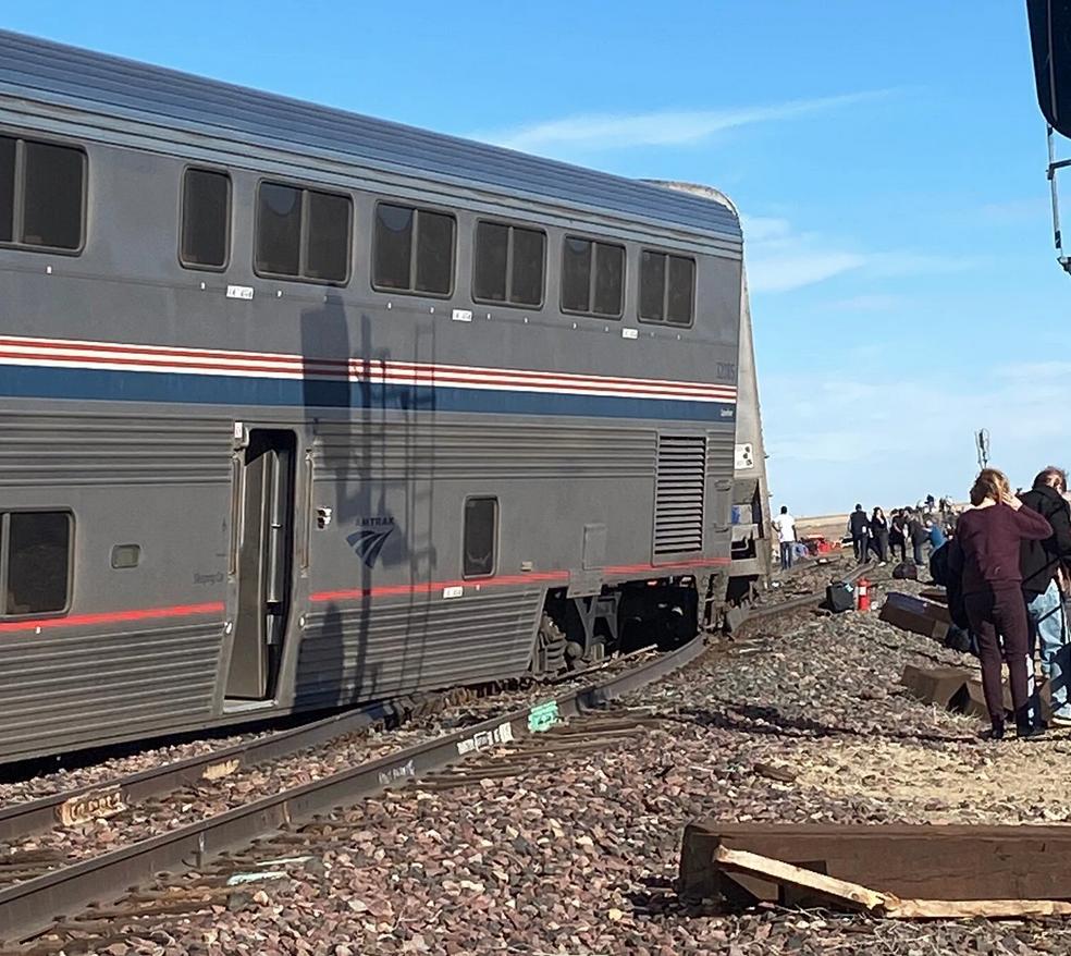 В США с рельсов сошел пассажирский поезд. Фото: Facebook