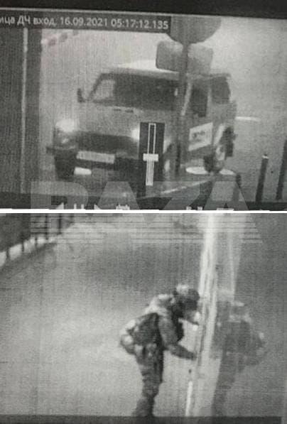 Паблик также публикует снимки с камер наблюдения, на которых запечатлены первые минуты нападения на отдел полиции